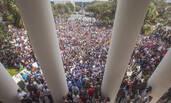 致17死枪击案后,美国上千学生聚集示威