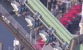 日本游乐园过山车故障 64人悬空两小时