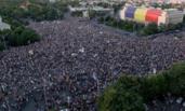 罗马尼亚首都数万人游行 与警方冲突致450余人受伤