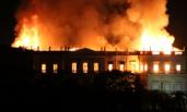 巴西国家博物馆火灾 现场火势凶猛