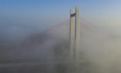济南现平流雾 黄河大桥被笼罩