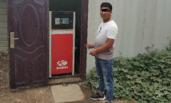 """""""黑加油站""""藏身简易房 地下埋10吨油罐"""