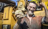 男子挖到6斤多重的金块