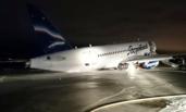 俄罗斯载96人客机偏离跑道 机尾着地