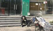 燕郊:房价腰斩后的售楼一条街