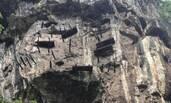 宜宾僰人悬棺连遭两次地震 纹丝未动