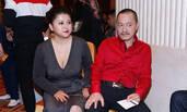 雪村夫妇出席发布会 俞晴穿深V裙身材丰满