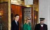 总统千金伊万卡与老公牵手上街如走秀 一家超养眼