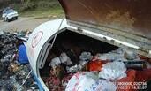 民众倒垃圾 发现垃圾箱内有人割腕自杀