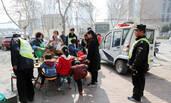 郑州城管等市民吃完饭才执法