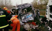 陕西高速发生严重车祸现场