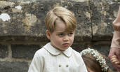 好委屈!乔治小王子踩到小姨婚纱被妈妈训哭