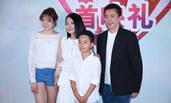 王中磊携全家助阵《美好的意外》首映 冯小刚夫妻齐现身
