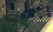纽约曼哈顿一汽车冲上人行道