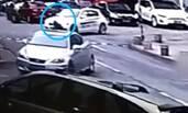 女司机驾宝马车碾压孕妇,拖行5米