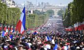 """法国""""国道""""被等冠军队的球迷挤""""占领"""""""