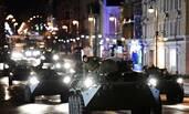 俄罗斯胜利日阅兵彩排 装甲车夜间开上街