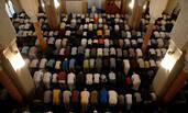 西班牙穆斯林为恐袭遇难者祈祷