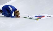 韩国选手平昌冬奥会获银牌后下跪道歉