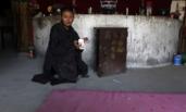 33岁居士独守山庙 每月靠40元香火钱度日