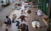 热浪袭击巴基斯坦 这些人活活被热死