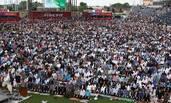 美国穆斯林开斋节祈祷 现场人山人海