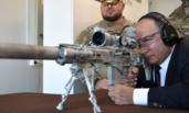普京亲测新式狙击枪 开5枪中3枪