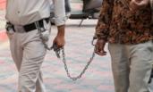 印度:残杀33人的男子被押送到法院