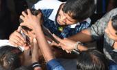 印度:众穆斯林割儿童头皮过节
