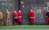 """伦敦:""""圣诞老人大集会""""一幕"""