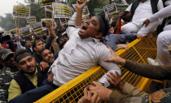 印度:恐袭致44人死亡 民众示威抗议