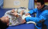 男童打疫苗后瘫痪 3年扎2万次电针