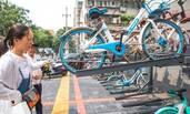 共享单车立体车库亮相郑州 停取花10秒
