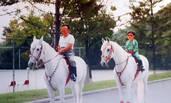 金正恩童年照曝光 与金正日一起骑马