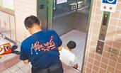 大学电梯事故:夹死驻校医生