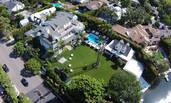 贾斯汀-比伯湖畔别墅曝光:10间房+超大泳池 月租52万