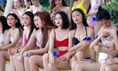 全球比基尼小姐武汉海选 选手露刺青秀美腿