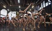 巴黎红磨坊歌舞团招聘现场