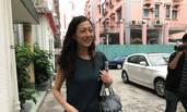 吴绮莉获释后素颜出街 遭记者围堵狂拍露尴尬笑容