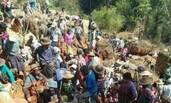 村民发现金矿脉 上百人不分昼夜开挖淘金