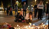 爱莉安娜演唱会发生爆炸事件 民众为22名遇难者致哀