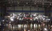 数千人观看篮球赛时现场突然停电