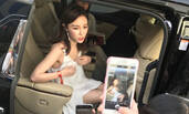 王思聪前女友雪梨懒理旧爱动态 与粉丝互动秀美腿