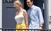 伊万卡白色紧身T恤配黄裙 携丈夫出行身材抢镜