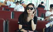 38岁秋瓷炫皮肤白皙不输少女 撩发比V大秀筷子腿