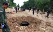 泰国军队遭土匪伏击 军车被炸成两截