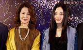 """李小璐与母亲同框 老妈身价上亿曾是""""第一美"""""""