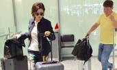 55岁的关之琳现身机场 独自拎行李变女汉子