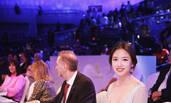 辣妈张梓琳助阵世界小姐决赛 白裙飘飘仙气足