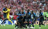 马克龙见证法国队夺冠后